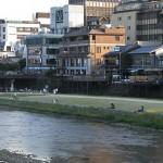 そういえば、京都鴨川では納涼床の季節なんやねぇ