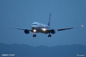 大阪国際空港での着陸シーン